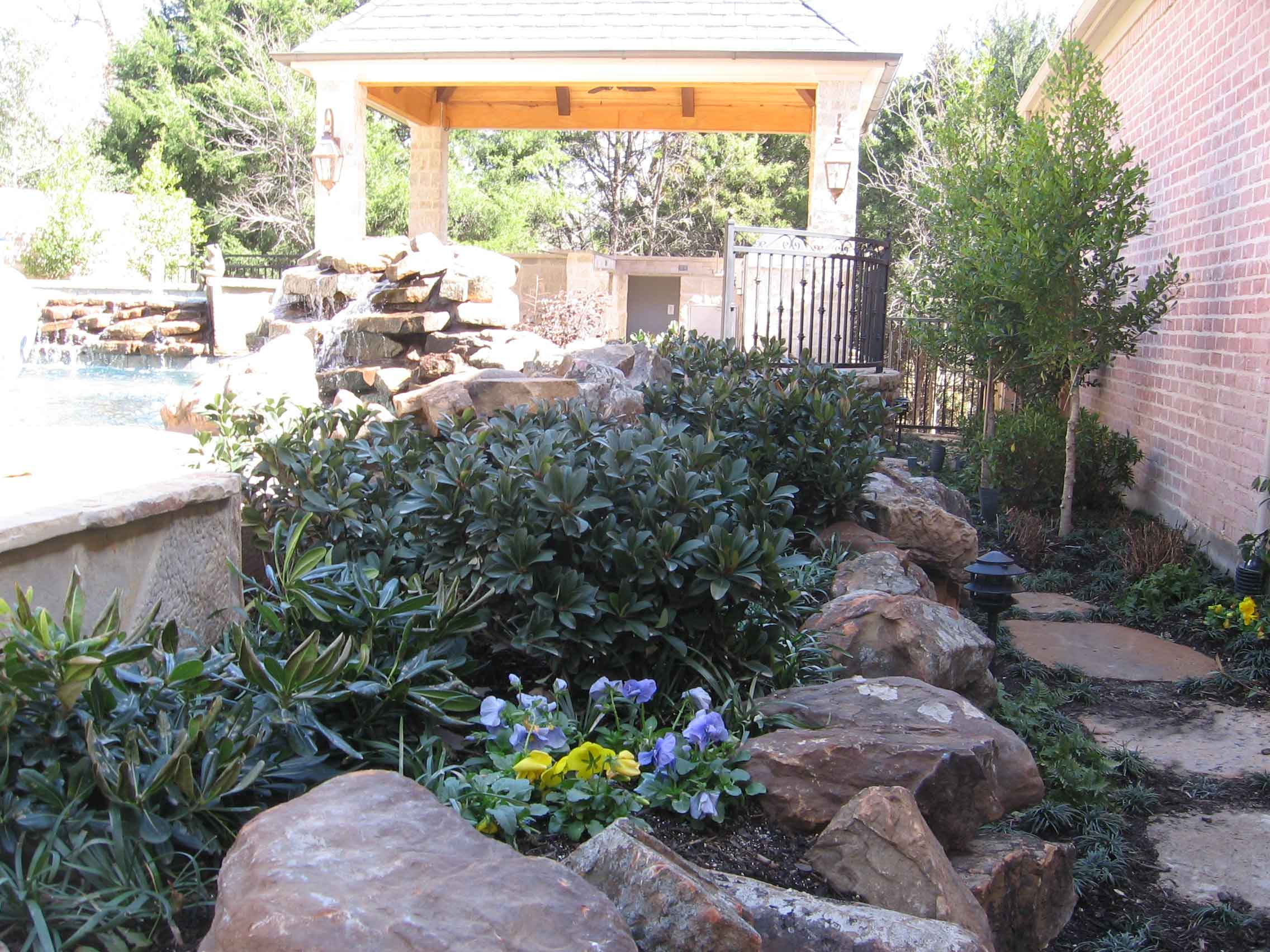Landscape rock dallas rock landscaping ideas rock for Landscaping rocks delivered